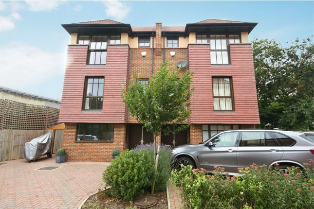 Thumbnail Town house to rent in Phillimore Gardens, London