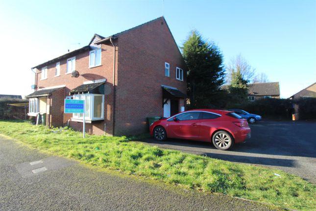 2 bed property to rent in Senwick Drive, Wellingborough NN8