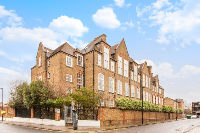 Thumbnail Flat to rent in Lyham Road, Clapham North