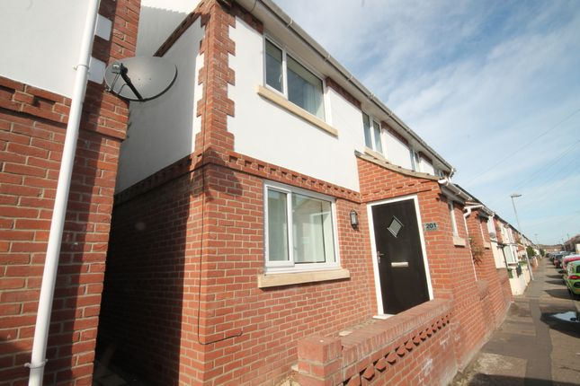 Thumbnail Semi-detached house to rent in Alderson Road, Great Yarmouth