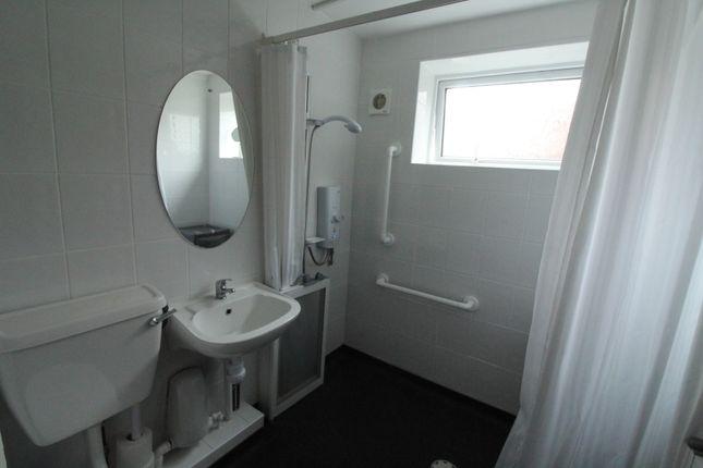 Bathroom of Dee Court, Woolton, Liverpool L25