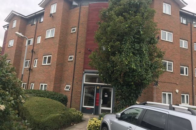 Thumbnail Flat to rent in Meadowford Close, Thamesmead