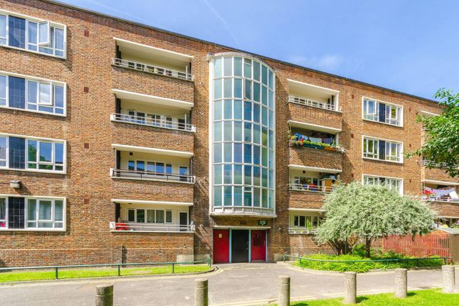 Thumbnail Flat to rent in Sparsholt Road, Stroud Green, London