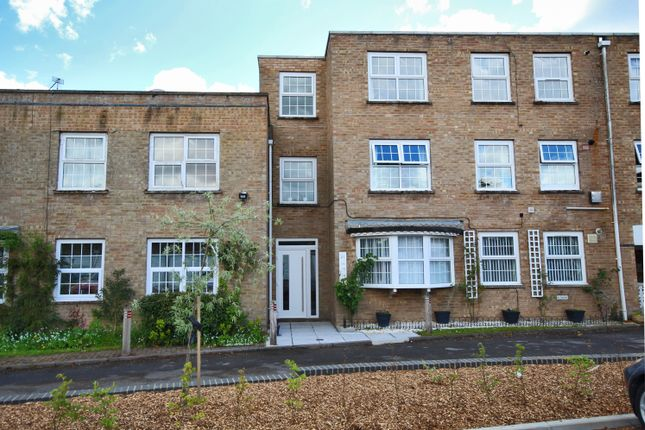 Thumbnail Flat to rent in Southampton Road, Lymington, Hampshire