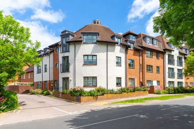 Thumbnail Flat to rent in Dunkerley Court, Birds Hill, Letchworth Garden City