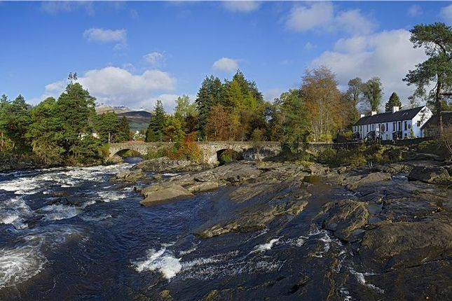 Thumbnail Hotel/guest house for sale in Falls Of Dochart Inn And Smokehouse, Gray Street, Killin, Stirling