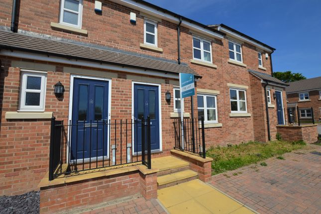 Thumbnail Town house to rent in Barley Fields Close, Garforth, Leeds