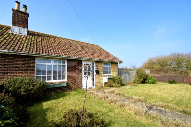 2 bed bungalow to rent in Dubbers, Godshill PO38