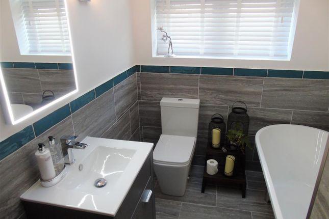 Bath3 of Eton Drive, Aintree Village, Liverpool L10