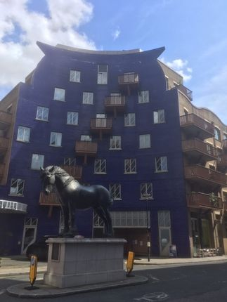The Circle, Queen Elizabeth Street SE1, London