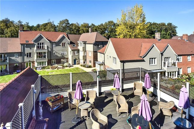 Thumbnail Flat for sale in Oakleigh Square, Hammond Way, Yateley