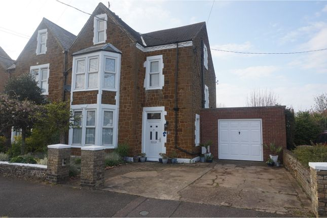 Thumbnail Semi-detached house for sale in Greevegate, Hunstanton