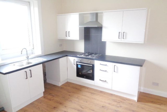 Thumbnail Flat to rent in Station Road, Leven