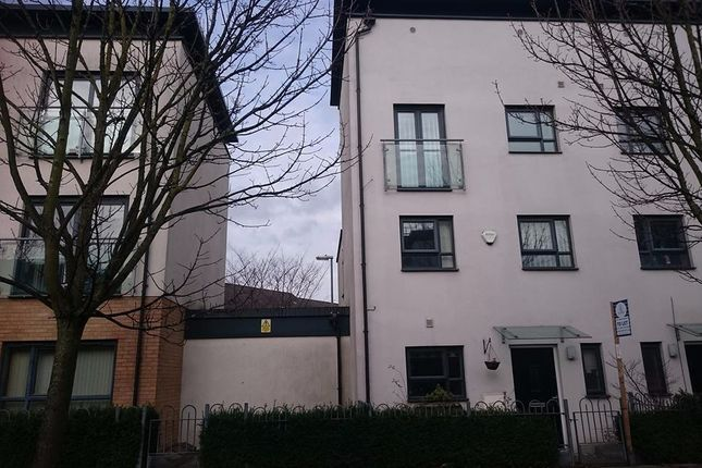 Thumbnail Town house to rent in Broughton Lane, Salford