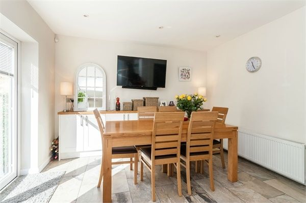 Rydal Crescent Perivale Middlesex Ub6 4 Bedroom Semi