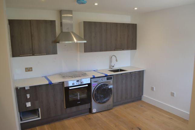 Thumbnail Flat to rent in Hoylake Road, London