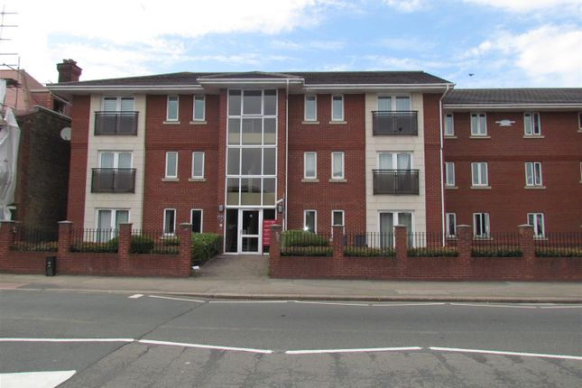 2 bed flat to rent in Ryan Court, London Road, Romford RM7