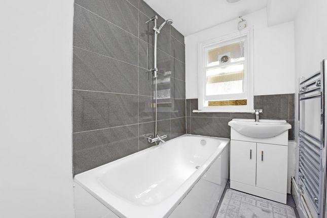 Bathroom of Harfield Gardens, Grove Lane, London SE5