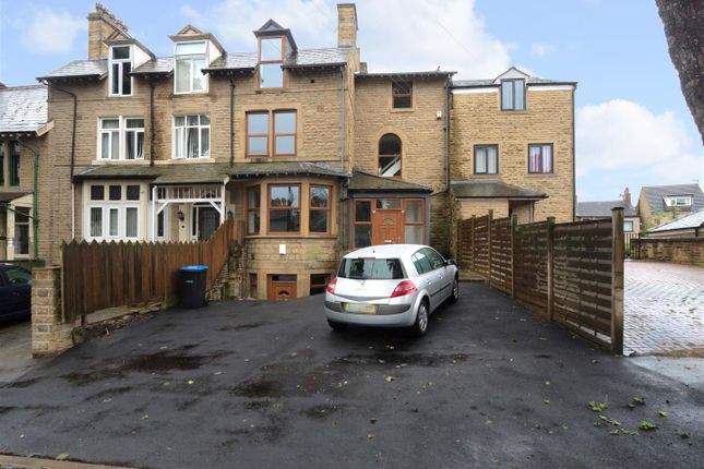 Thumbnail Town house for sale in Acre Avenue, Bradford