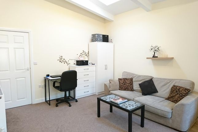 Thumbnail Flat to rent in Abbey Road, Bourne