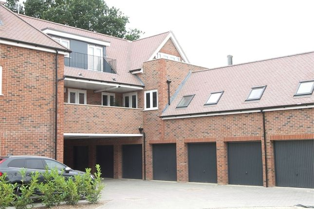 Flat to rent in Green Close, Brookmans Park, Hatfield