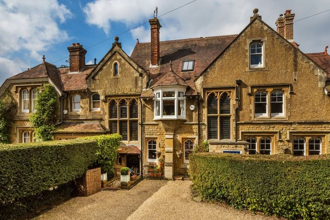 Thumbnail Country house for sale in Pains Hill, Oxted