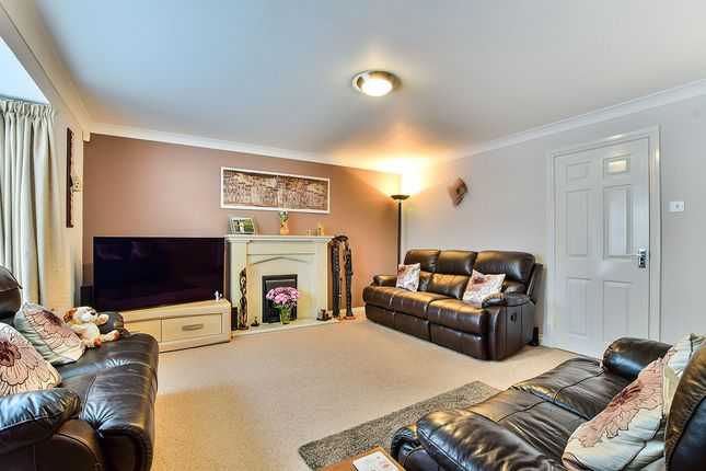 Thumbnail Detached house for sale in Walkdale Brow, Glossop