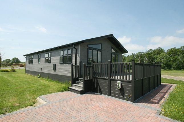 2 bed mobile/park home for sale in Burnt House Lane, Ashford TN27