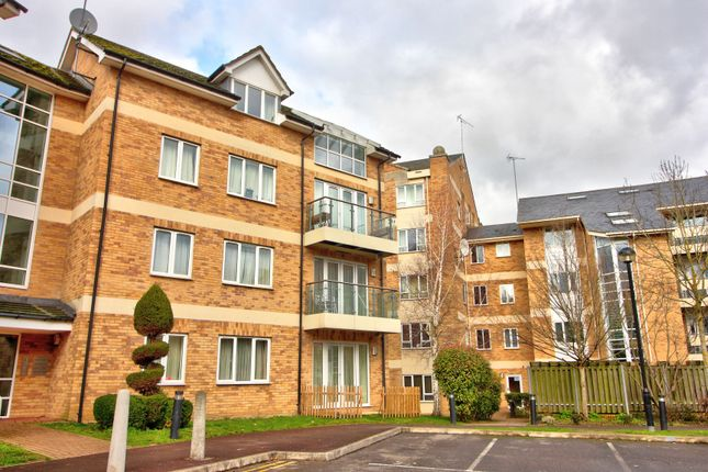 Thumbnail Flat for sale in Branagh Court, Reading