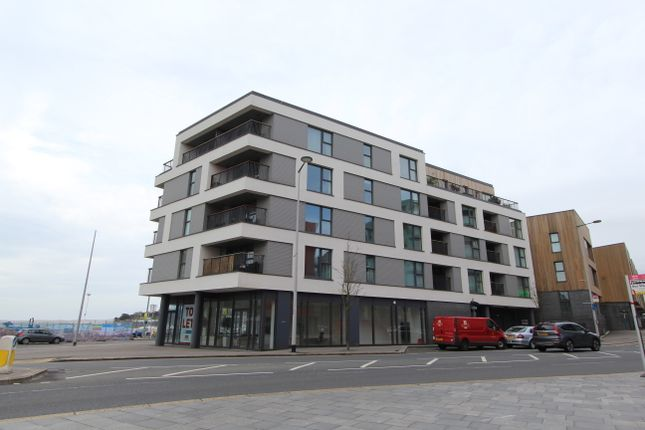 Thumbnail Flat to rent in Millbay Road, Stonehouse, Plymouth