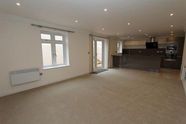 Thumbnail Flat to rent in Cardigan Lane, Burley, Leeds