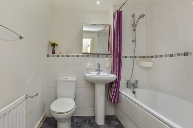 Bathroom of Watling Street, Bletchley, Milton Keynes, Buckinghamshire MK2