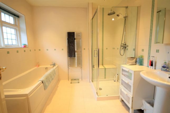 Bathroom of Cann Lane North, Appleton, Warrington WA4