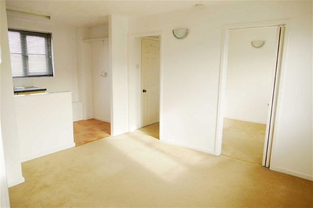 Thumbnail Flat for sale in Highgrove Close, Calne, Calne