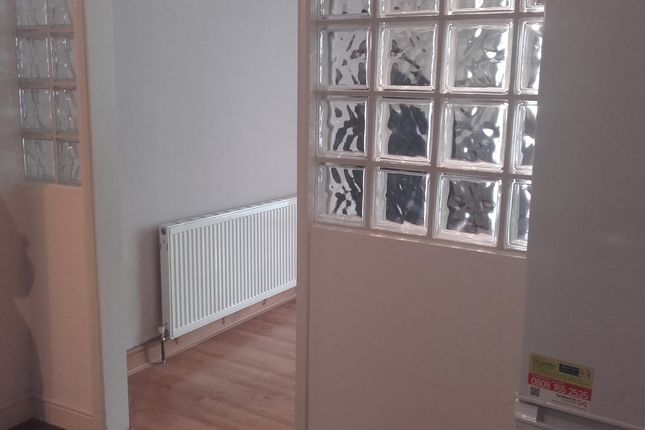 Thumbnail Flat to rent in Broomfield Road, London