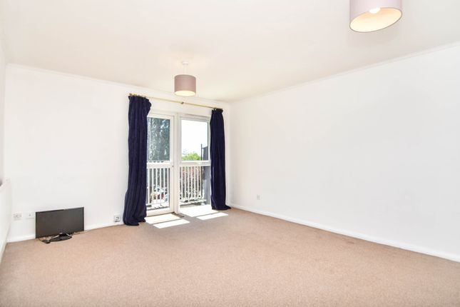 Thumbnail Flat to rent in Springfield Close, North Finchley