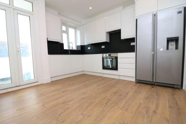 Thumbnail Flat to rent in Commercial Way, London