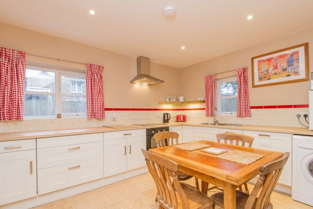 Thumbnail Cottage to rent in Crawley Road, Witney