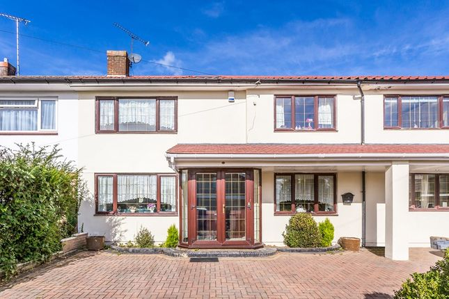 Thumbnail Terraced house to rent in Ingleby Gardens, Chigwell