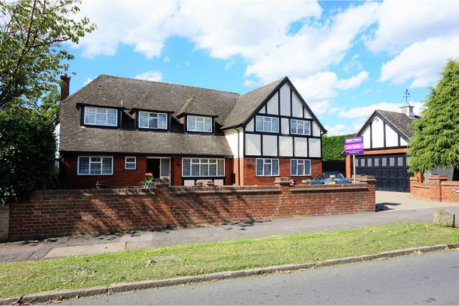 Thumbnail Detached house for sale in Chiltern Avenue, Bushey