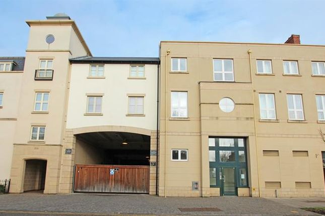 2 bed flat for sale in Marriotts Walk, Witney