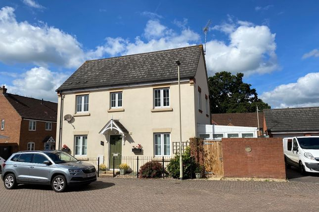 3 bed semi-detached house to rent in Hawks Drive, Moorhayes, Tiverton EX16