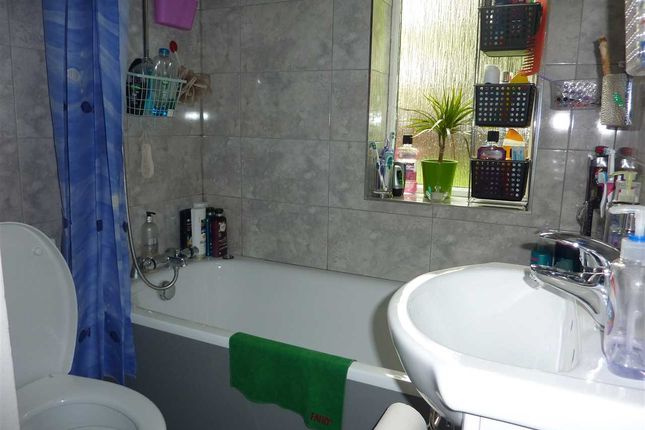 Bathroom of Barclay Road, London N18