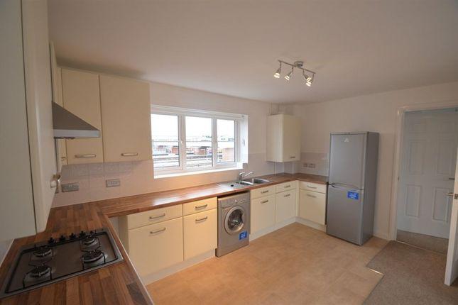 2 bedroom flat to rent in Rathbone, Cresent, Midland Road, Peterborough