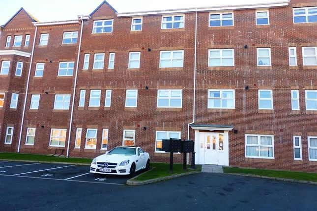 2 bed flat to rent in Master Road, Thornaby, Stockton-On-Tees TS17