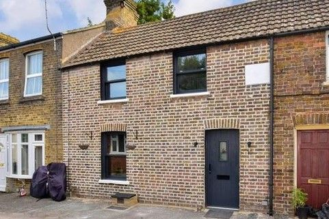 Thumbnail Terraced house to rent in Trinity Square, Broadstairs