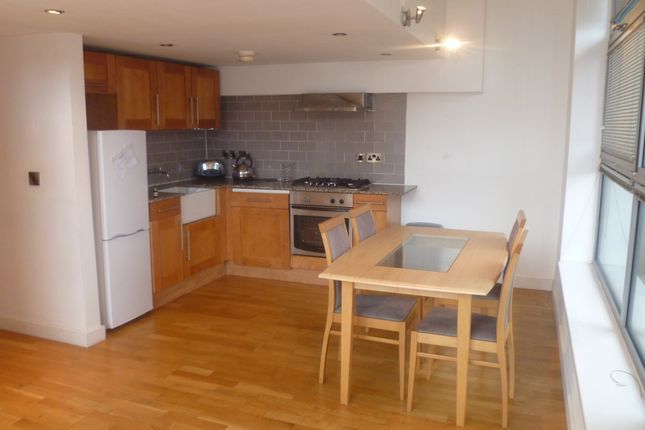 2 bed flat to rent in Henry Street, Manchester M4