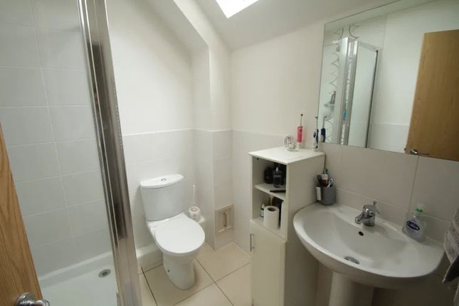 Thumbnail Flat to rent in Stirling Road, London