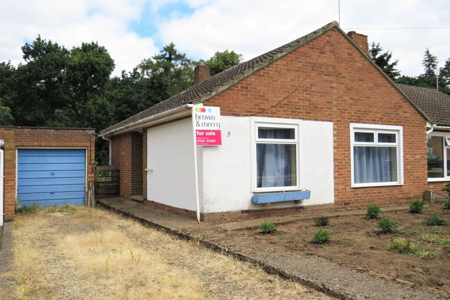 Thumbnail Semi-detached bungalow for sale in Poplar Close, Leighton Buzzard