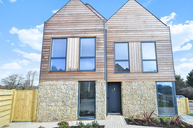 Thumbnail Detached house to rent in Fulbeck Avenue, Worthing